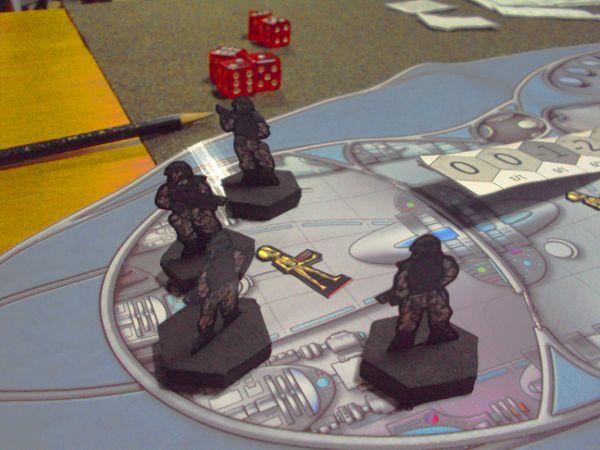 Fim de jogo, o líder alienígena foi explodido.