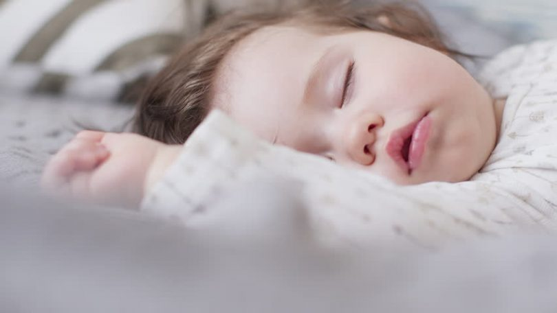 تفسير حلم ارضاع طفلة انثى للمتزوجة والعذراء والحامل والرجل