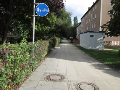 """Schild so im Prinzip machbar, zumindest ausnahmsweise wohl auch beide Fahrtrichtungen auf einem Streifen """"erlaubbar"""", aber..."""