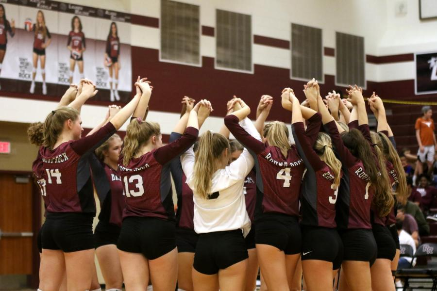 Volleyball honors seniors with final home win