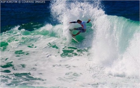 Tahitian wildcard Michel Bourez caused his second major upset of the Quiksilver Pro France today, eliminating current ASP World No. 3 Bede Durbidge (AUS). Bourez eliminated Joel Parkinson (AUS) in Round 2 yesterday.