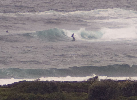 ...the occasional set wave appears at the point. 0845.