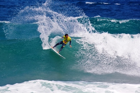 Jordy Smith (ZAF), 21, 2009 ASP Dream Tour sophomore, set the standard in Round, securing an excellent 18.70 out of a possible 20. Photo: ASP/ CI/ SCHOLTZ via GETTY IMAGES