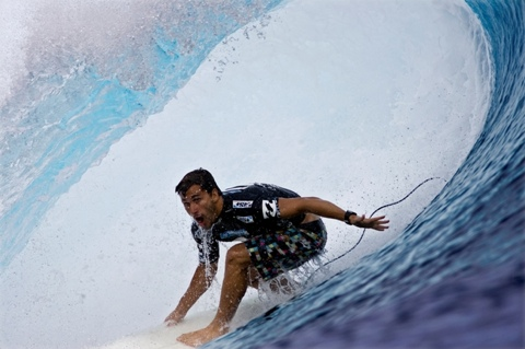 Aritz Aranburu (EUK), 23, current ASP World No. 39, caused the upset of the event this morning, eliminating reigning nine-time ASP World Champion Kelly Slater (USA), 37, in Round 2.