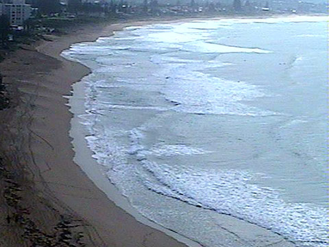 1000 shot from the WRL cam hi atop Flight Deck in Collaroy.