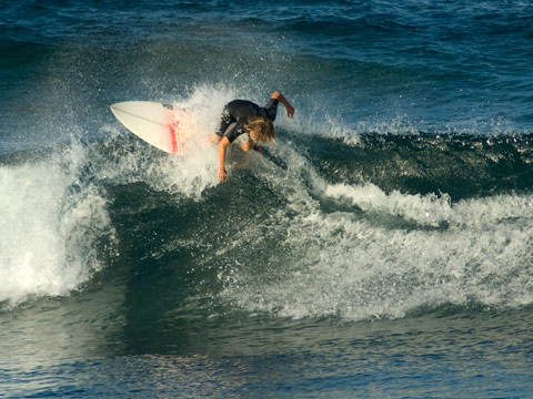 Grom finds a fun section at Lennox reefs this afternoon.