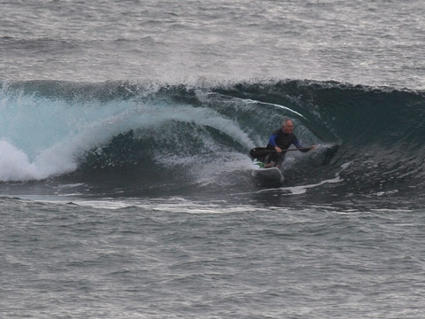 Ski guy gets a shapely one over the reef at Northy.