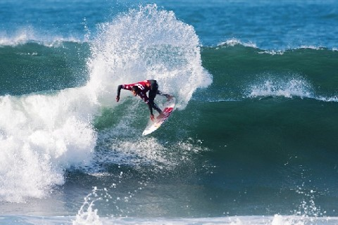 Adriano de Souza (BRA), 22, former ASP World Junior Champion (2004) and current ASP World No. 5, was in solid form today and will look to bring home a title to Brazil at the Hang Loose Santa Catarina Pro. Photo: ASP/ CI/ CESTARI via GETTY IMAGES