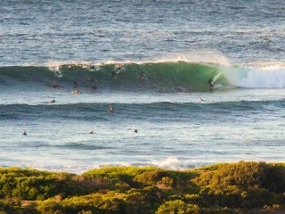 Solid set wave stands up at Dee Why point @ 0700