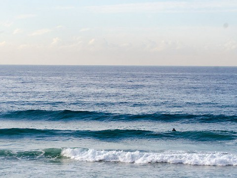 Curly was sparsely populated at 0900 even though there were waves.
