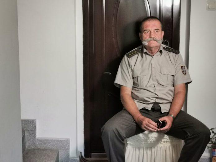 VELEIZDAJA SRBIJE I NJENOG HEROJA: Pukovnik Lalović sa porodicom na ulici, izvršitelji pokupili DEO PLENA! 2