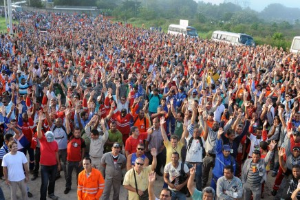 Brazilian workers paralyse refinery construction