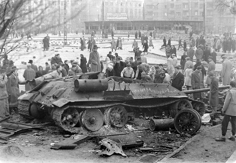 A destroyed Soviet tank in Móricz Zsigmond Square. Image Wikipedia
