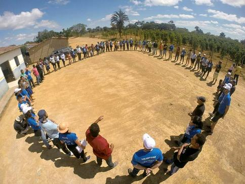 04-Ação-dos-voluntários-da-Litro-de-Luz-em-Morro-do-Chapéu-BA-Facebook-Litro-de-Luz