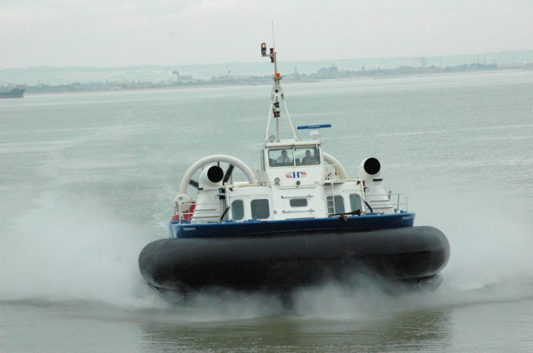 Hovercraft approaching Ryde March 2008