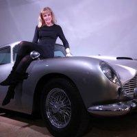 15 Foto mobil mewah yang digunakan pemeran agen 007 pada sejumlah film James Bond