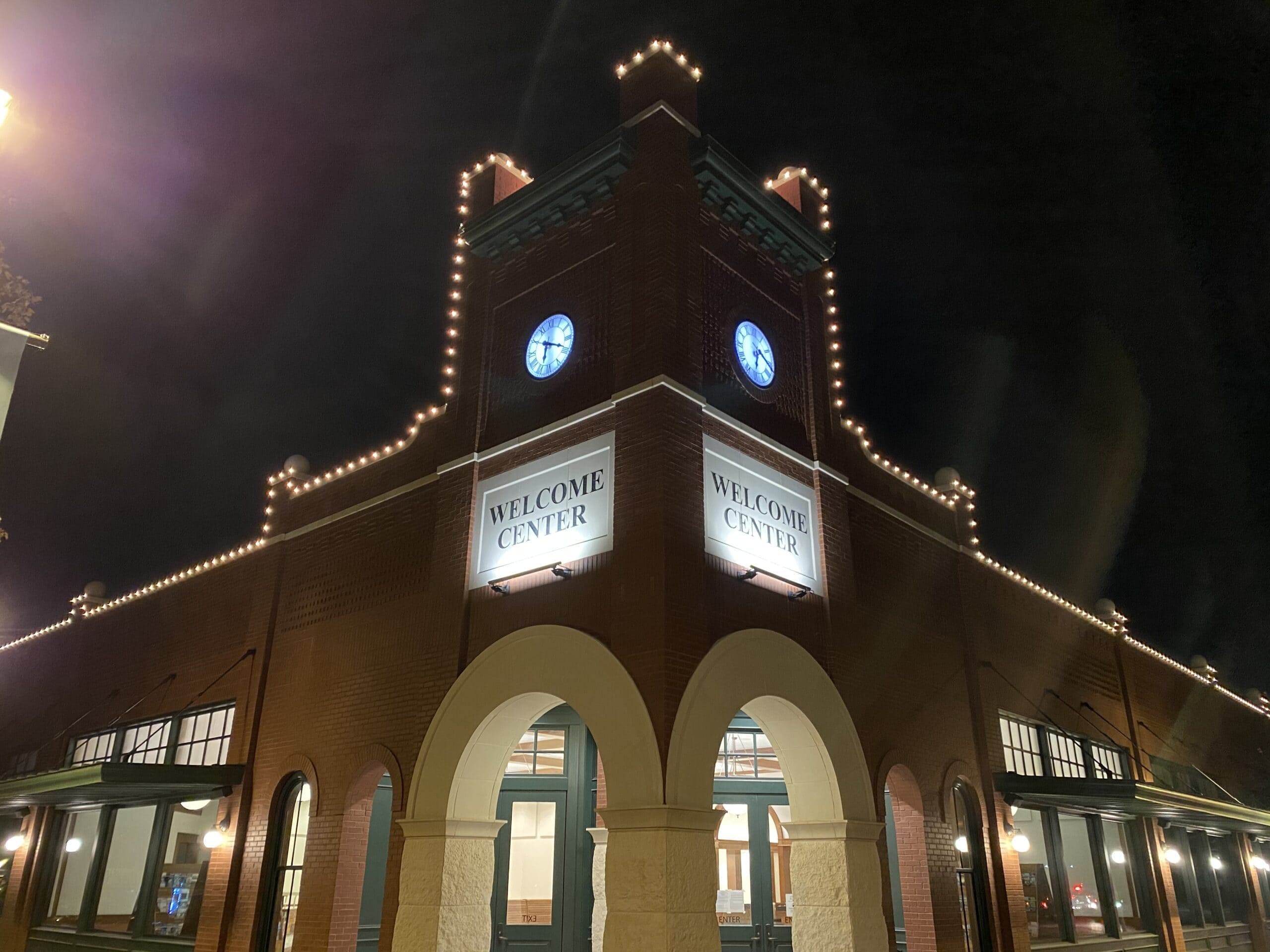 Light Up Your Holidays In Downtown Ennis