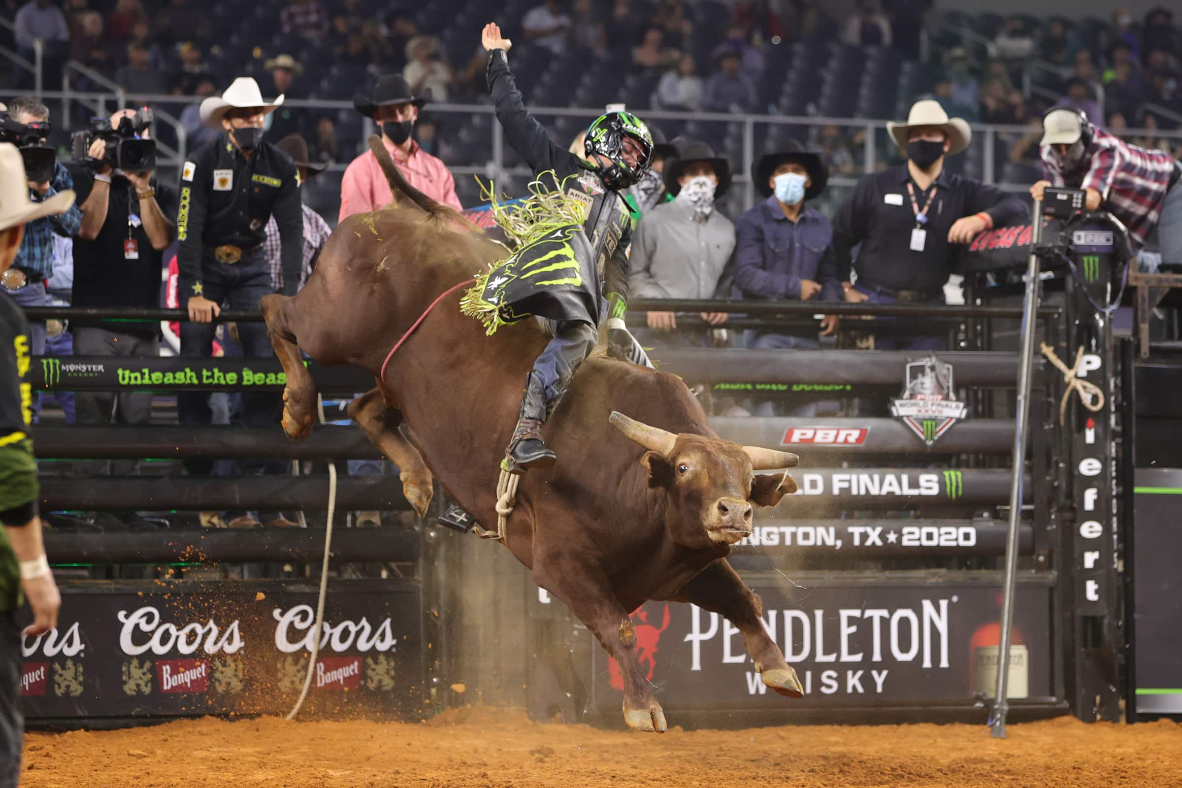 Jose Vitor Leme Wins Round 3 of the 2020 PBR World Finals with Career-Best Ride