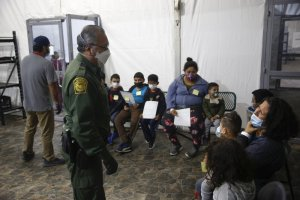 Bipartisan group of Texas lawmakers unveils legislation to ease crowding at border facilities
