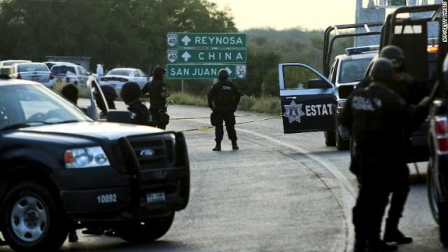 mexican police roadblock 1