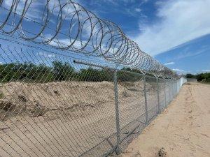 Fox News says Abbott's Texas border wall is a chain-link fence