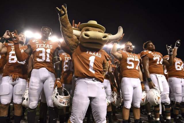 SEC votes to invite Texas & Oklahoma to join league