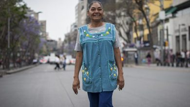 """Photo of Lourdes Ruiz y su dualidad de vendedora ambulante y """"reina de albur"""""""