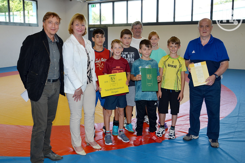 RSV Rotation Greiz: Landrätin übergibt Talentförderzentrum 2500 Euro