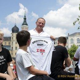 Ringeridol Viktor Peikov beim Festumzug dabei