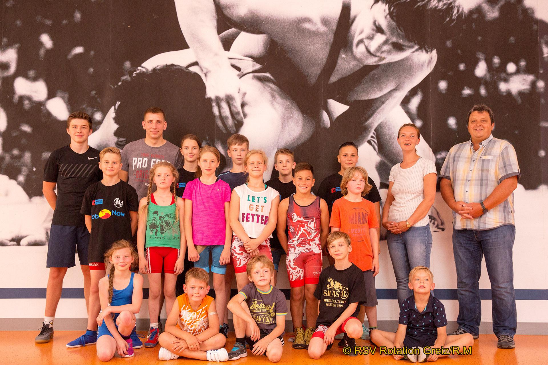 Mädchen und Jungen, die das ganze Jahr im Juniorenbereich aktiv und erfolgreich für den RSV Rotation Greiz auf die Matte gingen, trafen sich am Freitagabend zum Saisonabschluss in der Zweifeldersporthalle.