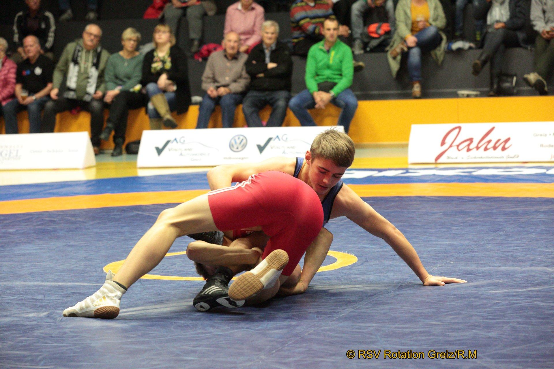 57kg Freistil: Lucas Hanke (rotes Trikot),RSV Rotation Greiz II gegen Teetje Richter,SAV Leipzig/Großl./KFC II 3:0/PS/14:4/06:00