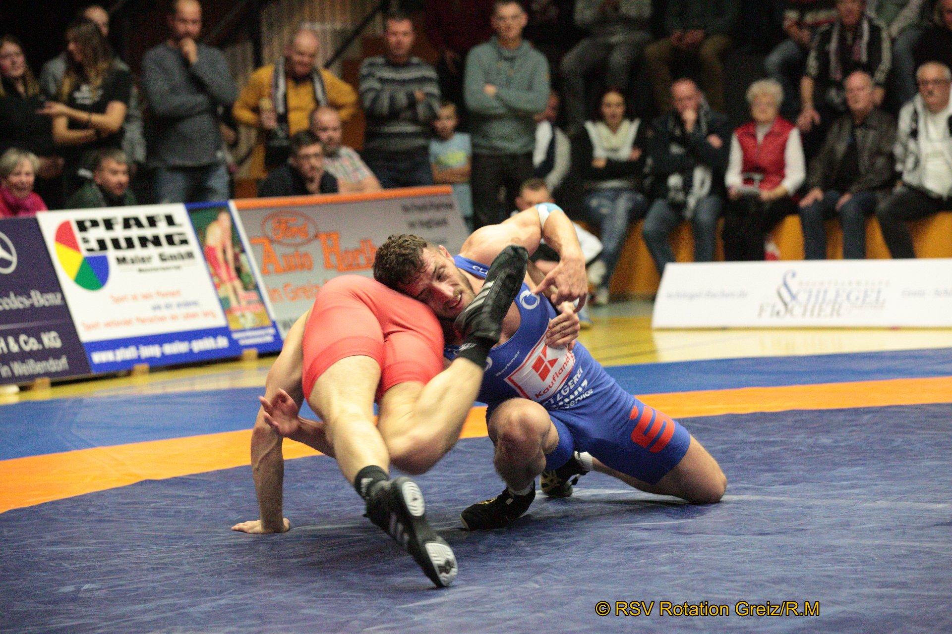 75Bkg Freistil: Daniel Sartakov (1) (rotes Trikot), RSV Rotation Greiz gegen Haydar Yavuz EU (7), Red Devils Heilbronn 0:4/TÜ/1:16/05:57