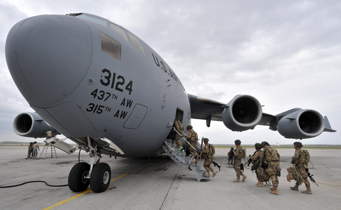 S Soldiers from the 234th Infantry Division, Fort Riley, Kansas board a plane to Afghanistan from the US transit center Manas 30kms from Bishkek (AFP Photo)