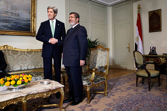 U.S. Secretary of State John Kerry (L) shakes hands with Egypt's President Mohamed Morsi (Reuters / Jacquelyn Martin)