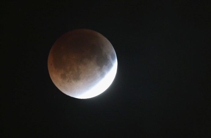 The moon is seen as it heads into a total lunar eclipse on April 15, 2014 in Miami, Florida. (Joe Raedle / Getty Images / AFP)