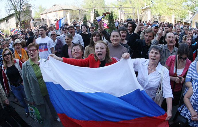 Pro-Russian activists hold Russian flags and shout slogans during a rally outside a regional television station which was seized by pro-Russian separatists, in the eastern Ukrainian city of Donetsk, on April 27, 2014. (AFP Photo / Alexander Khudoteply)