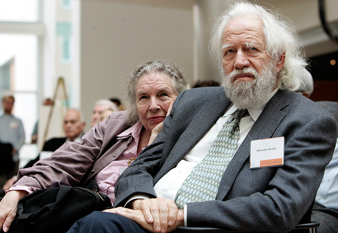 Alexander Shulgin (R), pharmacologist and chemist known for his creation of new psychoactive chemicals, and his wife Ann (Reuters / Brian Snyder)
