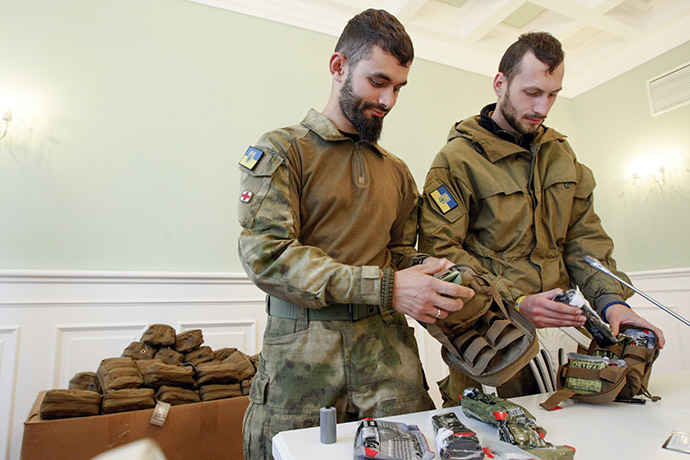 Medical volunteers unpack individual first aid kits similar to those used by NATO during a ceremony where they were donated by Kiev's Mayor Vitaly Klitschko in Kiev October 31, 2014. (Reuters/Valentyn Ogirenko)