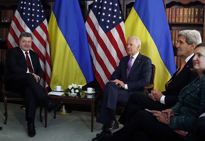 Ukraine's President Petro Poroshenko meets U.S. Vice President Joe Biden as U.S. Secretary of State John Kerry and U.S. Assistant Secretary of State for Europe Victoria Nuland (L-R) at the 51st Munich Security Conference on February 7, 2015. (Reuters/Michaela Rehle)