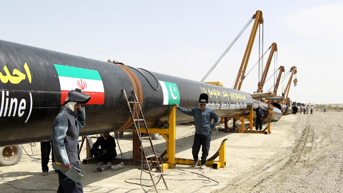 Iranians work on a section of a pipeline linking Iran and Pakistan after the project was launched during a ceremony in the Iranian border city of Chah Bahar on March 11, 2013. (AFP Photo / Atta Kenare)