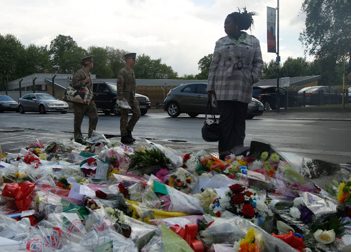 A woman looks at floral tributes placed near the scene of the killing of a British soldier in Woolwich, southeast London May 23, 2013.(Reuters / Luke MacGregor)