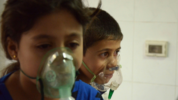 Children, affected by what activists say was a gas attack, breathe through oxygen masks in the Damascus suburb of Saqba, August 21, 2013 (Reuters / Bassam Khabieh)