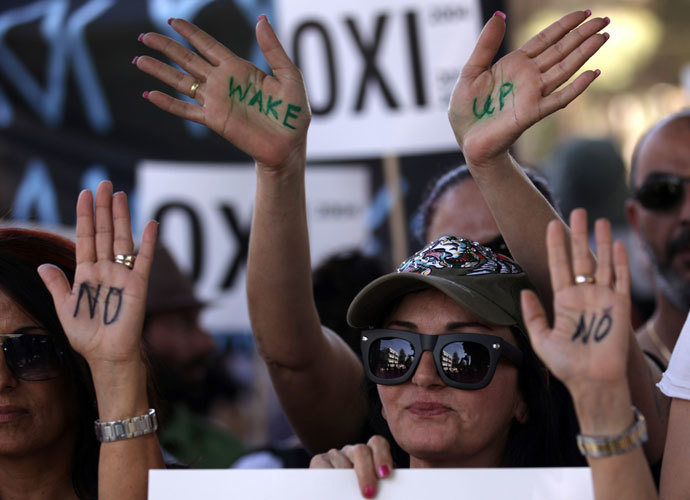 Cypriot women supporters of left-wing political parties hold a protest outside the parliament in the capital Nicosia on April 30, 2013.(AFP Photo / Patrick Baz)