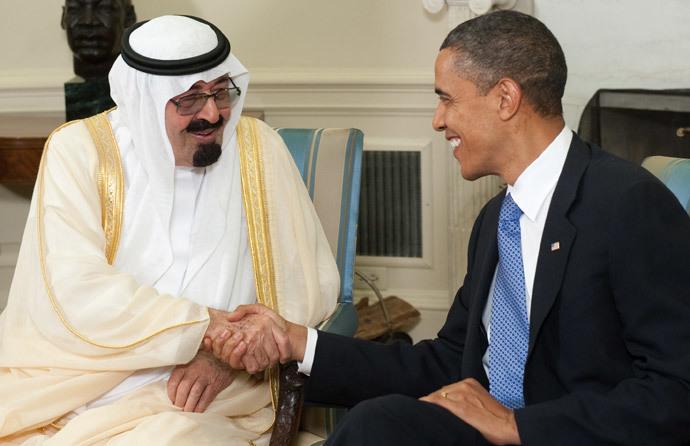 US President Barack Obama shakes hands with King Abdullah bin Abdulaziz Al Saud of Saudi Arabia (AFP Photo / Saul Loeb)