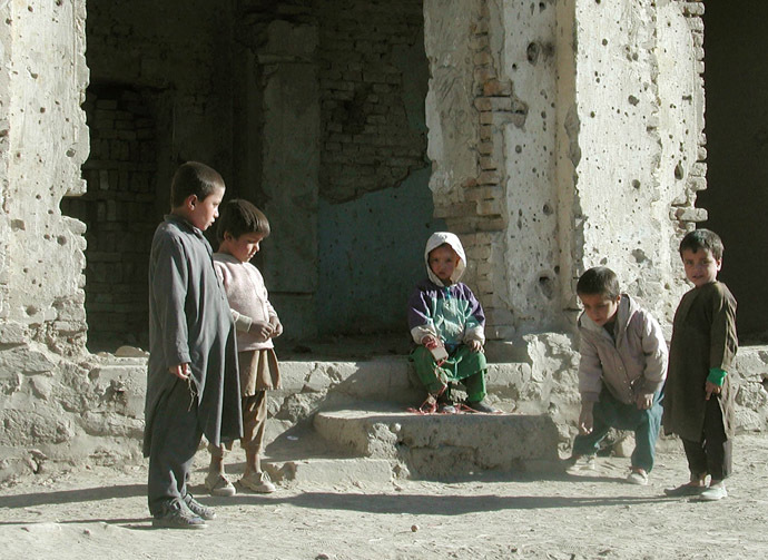 Afghan children play on a street in Kabul November 7, 2001. (Reuters/Stringer)