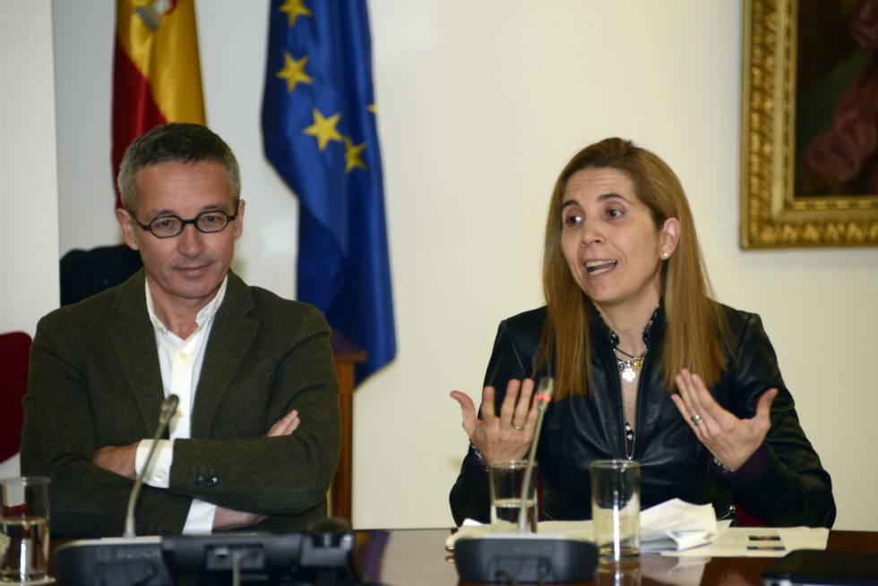 El secretario de Estado para la Sociedad de la Información y la Agenda Digital, José María Lassalle, y Nuria Oliver (Vodafone y DataPop), ayer durante la presentación del consejo de sabios.