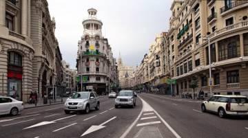 El proyecto toma como referencia imágenes reales de ciudades. Por ejemplo, esta de la Gran Vía de Madrid.