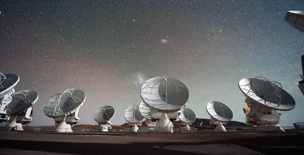 Varias antenar de ALMA en el desierto de Atacama, Chile