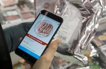 Los clientes pueden consultar información sobre los productos escaneando con el móvil el código que incorporan.