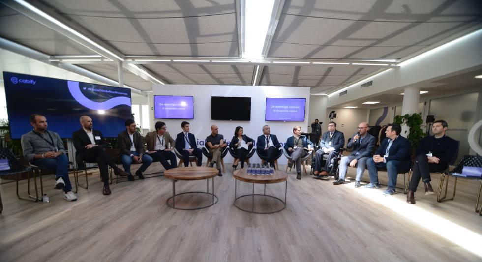 La mesa redonda organizada por Cabify reunió a 11 representantes del sector, entre los que faltaron los taxistas y la Administración.